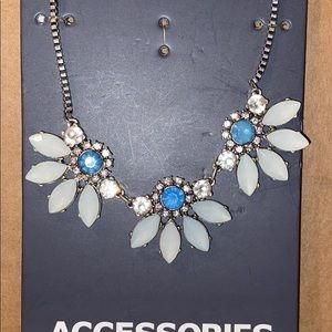 Flower necklace - brand new